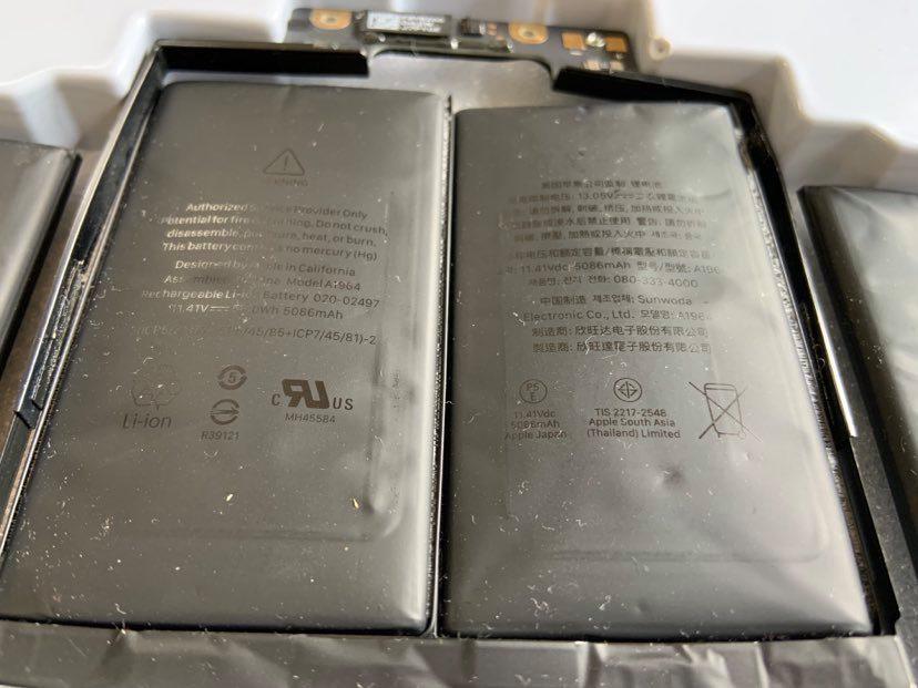 https://laptopcenter.vn/tin-tuc/ky-thuat-phan-cung/macbook-pro-2018-2019-loi-phong-pin-thay-o-dau-uy-tin-hcm